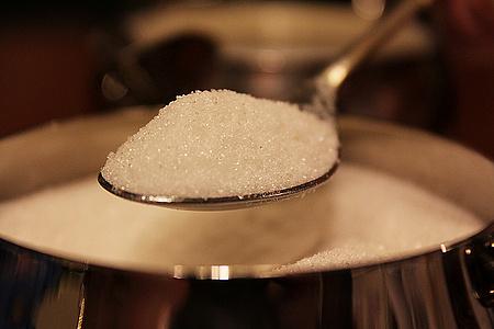 这家期货商囤了3000个泳池的现货糖,这是要叫板全球糖价?