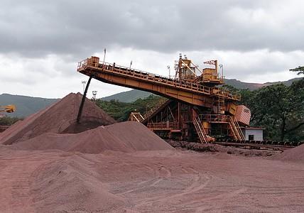 当铁矿石疯狂过后,我们该怎么做? 谨慎做多螺矿比价